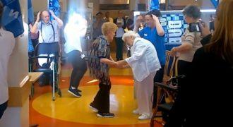 Όταν η 65χρονη Γιαγιά άρχισε να Χορεύει Μακαρένα, οι Γιατροί Πάγωσαν. Δεν είχαν Ιδέα όμως για ΑΥΤΟ που θα Ακολουθούσε!