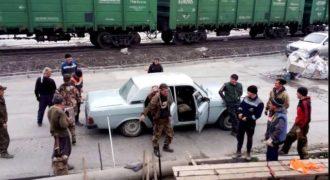 17 Ρώσοι μπήκαν μέσα σε αυτό το αυτοκίνητο; (Video)