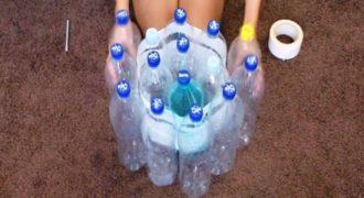 Παίρνει 19 άδεια Πλαστικά Μπουκάλια & τα Κολλάει μεταξύ τους με Μονωτική Ταινία. Μόλις δείτε το τελικό Αποτέλεσμα, θα Ζηλέψετε! (Βίντεο)
