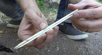 Χαμός στο διαδίκτυο με το νέο βίντεο! Πώς να ανάψετε φωτιά με μόνο ένα μολύβι και μια μπαταρία.