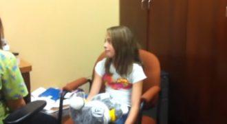 Δεκάχρονο κωφό κορίτσι ακούει για πρώτη φορά τη φωνή του! (Video)