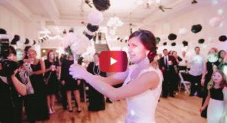 Η νύφη ετοιμάζεται να πετάξει το μπουκέτο της, αλλά κάνει κάτι που δεν περίμενε κανείς!