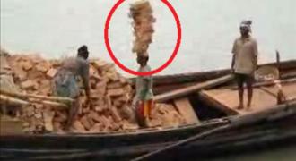 Αυτό κι αν είναι ΑΠΙΣΤΕΥΤΟ! Μεταφέρει 22 τούβλα στο κεφάλι του σα να είναι το πιο απλό πράγμα του κόσμου! (Video)