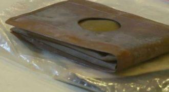 Σε ένα κινηματογράφο βρέθηκε πορτοφόλι, που ήταν χαμένο για 71 χρόνια. Περιμένετε να μάθετε σε ποιον ανήκει (video)