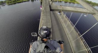 Το VIDEO που θα σας κόψει την ανάσα! Δείτε πως διασχίζει τη γέφυρα αυτός ο κασκαντέρ! (Video)