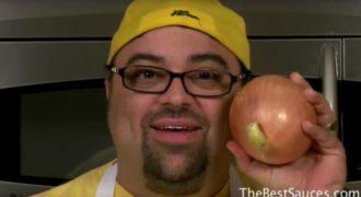 Καταπληκτικό κόλπο: Σεφ δείχνει πώς να κόβουμε τα κρεμμύδια σωστά χωρίς να κυλήσει ούτε ένα δάκρυ! (BINTEO)