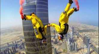 Εκπληκτική πτώση από το ψηλότερο κτίριο του κόσμου! (Video)