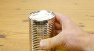 Πως να ανοίξετε μια κονσέρβα χωρίς ανοιχτήρι… (Βίντεο)