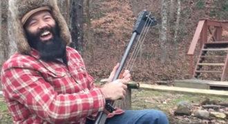 Ο άντρας που αποφάσισε να κατασκευάσει μια κιθάρα από καραμπίνα