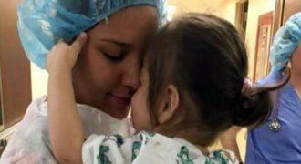 Τυφλό κοριτσάκι αντικρίζει για πρώτη φορά τη μαμά του: Ένα συγκινητικό βίντεο που αξίζει να δείτε