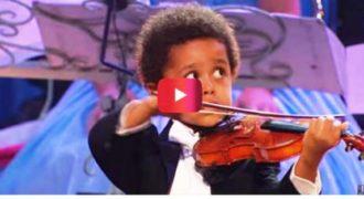 Από το πρώτο δευτερόλεπτο που ξεκίνησε να παίζει βιολί , όλοι Πάγωσαν! ΣΥΓΚΛΟΝΙΣΤΙΚΟΣ ο μικρός…