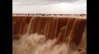 Απίθανοι καταρράκτες άμμου στην έρημο!