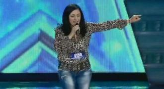 Γυναίκα τραγουδάει ελληνικά στο «Γεωργία έχεις Ταλέντο» και εντυπωσιάζει τους πάντες.