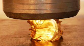 Τι θα συμβεί όταν μια υδραυλική πρέσα πατήσει μια μπάρα χρυσού αξίας 40.000 ευρώ;