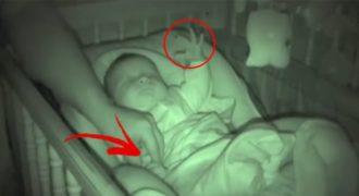 Έβαλε κρυφή Κάμερα για να δει ΤΙ κάνει το Μωρό όταν είναι μόνο του με τον Μπαμπά. Μόλις είδε το Βίντεο; Έπαθε την Πλάκα της!