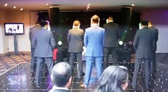 Τα 7 αδέρφια της νύφης γύρισαν πλάτη στους καλεσμένους την ώρα της δεξίωσης. Κανείς δεν είχε ιδέα για ΑΥΤΟ που θα ακολουθούσε! [βίντεο]