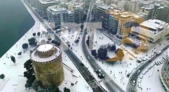 H χιονισμένη Θεσσαλονίκη μέσα από ένα βίντεο από ψηλά