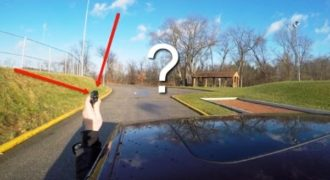 Έχετε αναρωτηθεί ποτέ τι θα συμβεί αν πετάξετε τα κλειδιά του αυτοκινήτου ενώ οδηγείτε; (video)