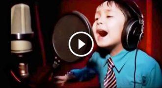 Είναι μόλις 6 ετών αλλά μόλις τον Ακούσετε να Τραγουδάει θα Ανατριχιάσετε με την Φωνή του. Φοβερός ο Μικρός!