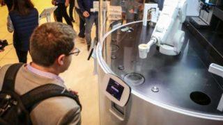 Ρομπότ «καφετζής» εξυπηρετεί τους πελάτες σε 20 δευτερόλεπτα