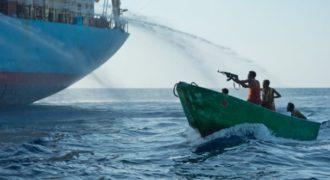 Σοκαριστικό video. Σομαλοί ΠΕΙΡΑΤΕΣ επιτίθενται σε αμερικανικό εμπορικό πλοίο. ΔΕΝ ήξεραν όμως ΤΙ του περίμενε εκεί…