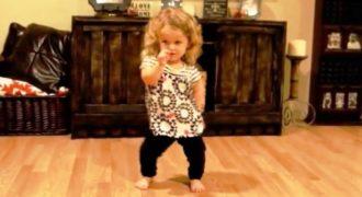 Πάσχει από Νανισμό αλλά αυτό δεν την Εμποδίζει από το να Χορεύει σαν Επαγγελματίας. Ο λόγος που το κάνει; ΠΟΛΥΤΙΜΟΣ..!