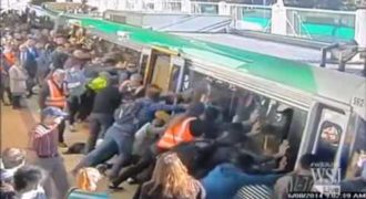 Εικόνες απόλυτης καταστροφής: Δυστυχήματα με τρένα που κόβουν την ανάσα [Βίντεο]