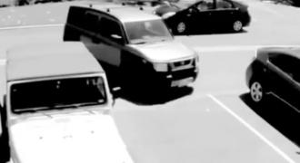 Νεαρός έκλεψε την θέση Πάρκινγκ μιας Ηλικιωμένης Γυναίκας. Δείτε ΠΩΣ τον Εκδικήθηκε και θα σας πέσει το Σαγόνι!