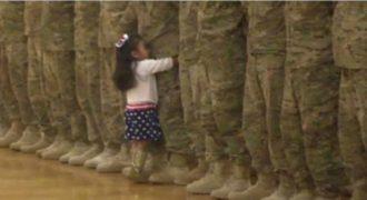 Θα Δακρύσετε! Η Συγκινητική Στιγμή που 4χρονο Κορίτσι βλέπει τον Μπαμπά του μετά από μήνες και Τρέχει να τον Αγκαλιάσει.