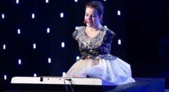 Αυτό θα πει δύναμη ψυχής! Γεννήθηκε χωρίς χέρια, παρόλα αυτά τραγουδά και παίζει πιάνο σαν επαγγελματίας καλλιτέχνης (Video)