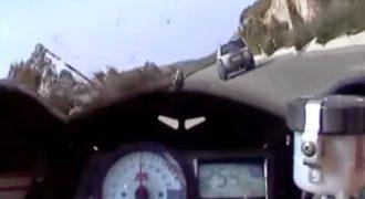 Εικόνες Που Κόβουν Την Ανάσα Στο Ελληνικό Οδικό Δίκτυο… Απέφυγε Δυστύχημα Με 250 Χλμ/Ώρα (Video)