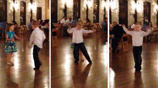 Αγοράκι κλέβει την παράσταση χορεύοντας σε γαμήλια δεξίωση (Video)