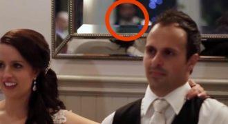 Αυτό που κατέγραψε η Κάμερα στον Καθρέφτη πίσω από το Ζευγάρι κατά τη διάρκεια του Γάμου τους, άφησε τους Πάντες Άφωνους!