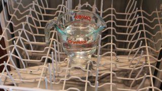 Μοναδικό κόλπο για να καθαρίσετε και να απολυμάνετε το πλυντήριο πιάτων [vid]