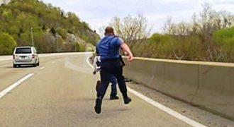 Ο νεαρός Άντρας ήταν έτοιμος να Αυτοκτονήσει πηδώντας από την Γέφυρα. Τότε ο Αστυνομικός κάνει το Αδιανόητο!