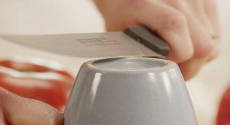 Ακονίστε τα μαχαίρια σας με…ένα φλιτζάνι του καφέ! (ΒΙΝΤΕΟ)