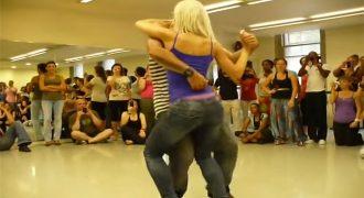 «Η κοπέλα με τον χορό της… έχει τρελάνει το Ιντερνετ»! [Βίντεο]