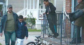 Τα Παιδιά της Γειτονιάς Κορόιδευαν τον Γιο του, μπροστά στα Μάτια του. Η Αντίδραση του Πατέρα, έχει Συγκλονίσει το διαδίκτυο!