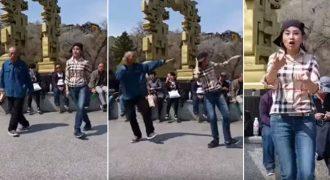 Οι χορευτικές κινήσεις ενός Κινέζου παππού τραβούν τα βλέματα όλων των περαστικών