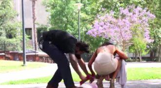 Όλοι ήταν πρόθυμοι να βοηθήσουν την κοπέλα! Όταν όμως Έσκυψε και είδαν αυτό που έκρυβε κάτω από το φόρεμα της το έβαλαν στα πόδια! (Βίντεο)