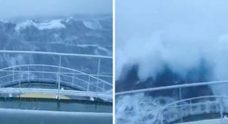 Εντυπωσιακό βίντεο: Κύμα-τέρας 30 μέτρων χτυπάει πλοίο