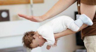 Δείτε πως μπορείτε να σώσετε ένα μωράκι που πνίγεται σε μόλις 45 δευτερόλεπτα