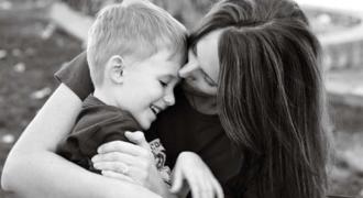 Υιοθέτησε ένα αγόρι όταν ήταν μωρό και 27 χρόνια μετά κατάφερε να της το ξεπληρώσει με τον καλύτερο τρόπο
