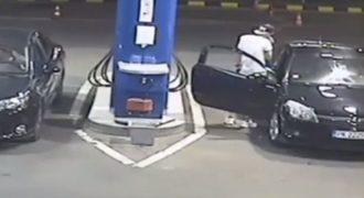 Ένας νεαρός Πελάτης βενζινάδικου αρνήθηκε να σβήσει το τσιγάρο του. Αυτό που ακολούθησε, δεν το περίμενε κανείς. Ο υπάλληλος αποφασίσε να αναλάβει δράση.