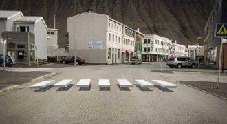 Έξυπνο τρισδιάστατο σχέδιο σε διασταύρωση επιβραδύνει την κυκλοφορία