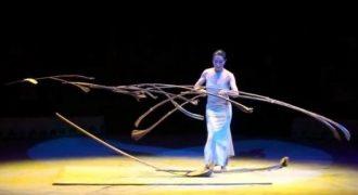 Ονομάζεται Miyoko Shida και είναι ο μοναδικός άνθρωπος στον κόσμο που μπορεί να το κάνει αυτό!