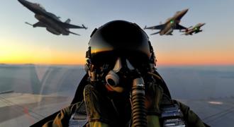 Έλληνας πιλότος κυνηγά Τούρκο στο Αιγαίο Βίντεο ντοκουμέντο
