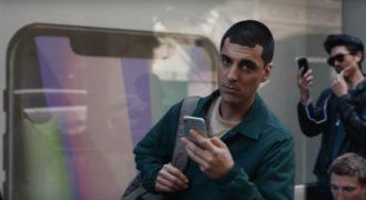 Η Samsung κοροιδεύει την Apple για τα 10 χρόνια του iPhone