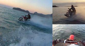 Χανιώτης κάνει σερφ με τη μηχανή του μέσα στη θάλασσα